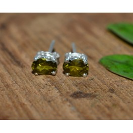 925 SOLID STERLING SILVER FACETED GREEN PERIDOT STUD EARRING